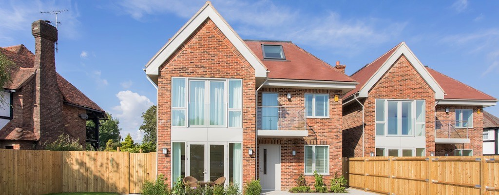 Stunning detached 5 Bedroomed Houses